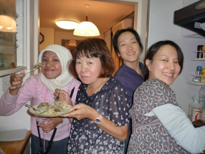masak bersama host family